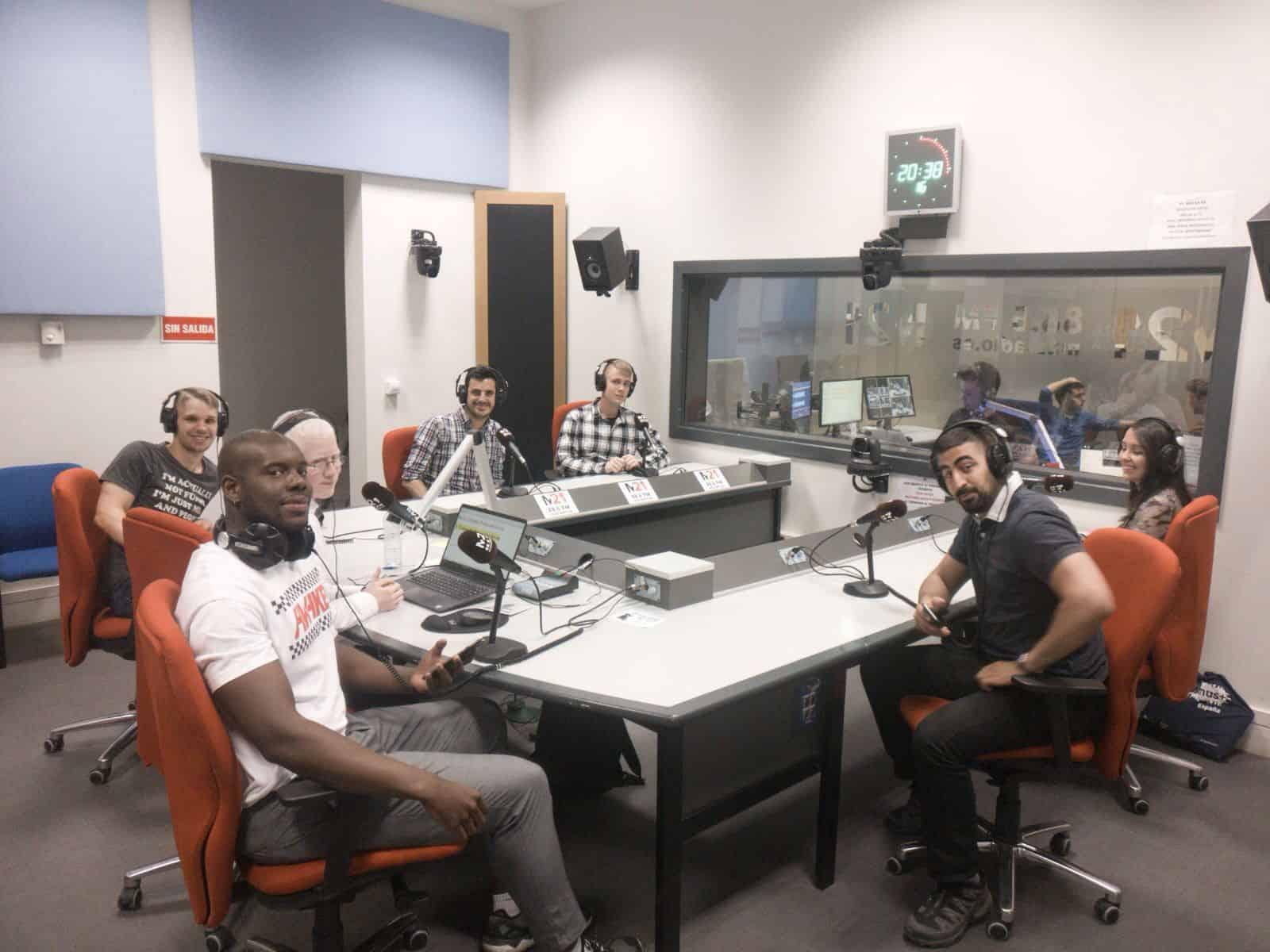 Entrevista en una radio local para hablar sobre nuestro KA1 UNIYOUTH